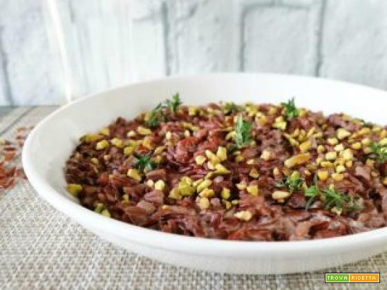 Riso rosso con caprino e granella di pistacchi