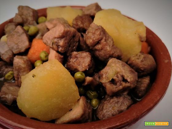 Spezzatino di soia con patate e piselli
