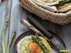 Torta salata brisè con asparagi e uova