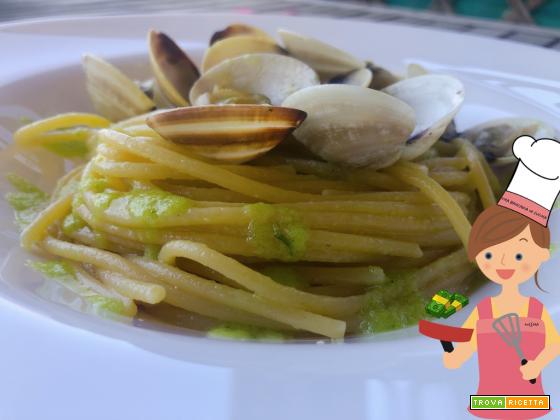 Spaghetti alle vongole, crema di aglio e basilico