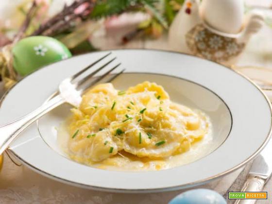 Ravioli di ricotta e limone con crema di patate, un primo corposo e nutriente