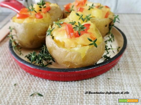 Patate farcite di mozzarella e pomodoro