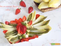 Insalata di asparagi, fragole ed indivia