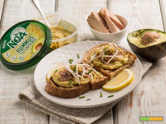 Pane tostato con hummus Noa di ceci e avocado davvero light!
