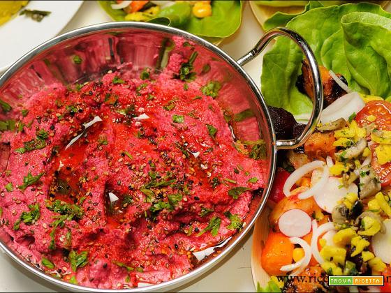Hummus di rapa rossa arrosto senza glutine