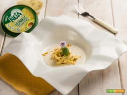 Tagliatelle di grano saraceno con hummus di ceci e avocado, un piatto chic!