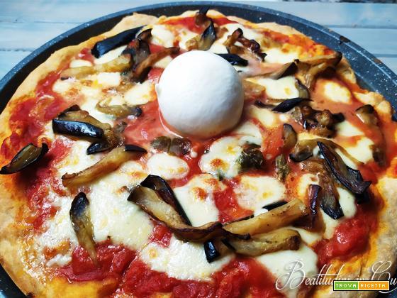 Pizza alla parmigiana di melanzane e burrata