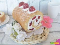 Rotolo biscuit con panna e fragole