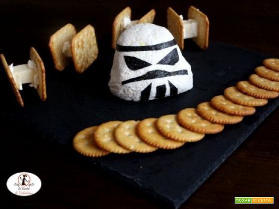 Star Wars day: casco stormtrooper di formaggio con caccia imperiali