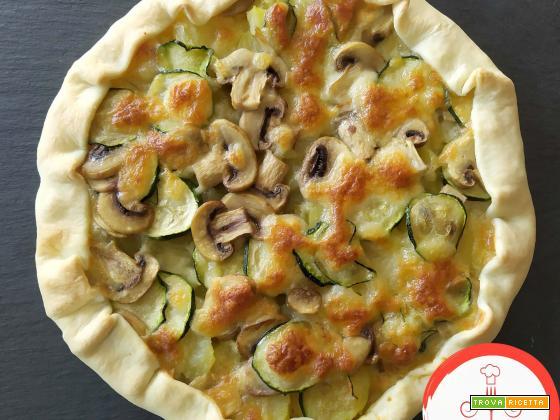 Torta salata funghi, patate e zucchine