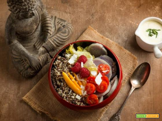 Buddha bowl con quinoa, un'insalatona molto alternativa