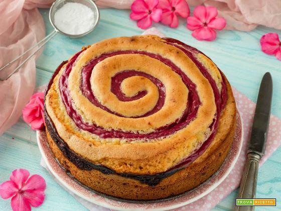 Torta girella ai frutti rossi con cioccolato bianco e cocco
