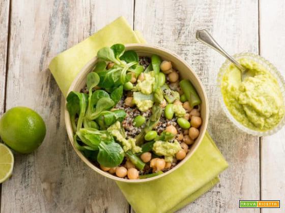 Bowl di quinoa e asparagi, una pietanza esotica
