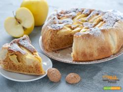 Torta di mele in pasta sfoglia con amaretti