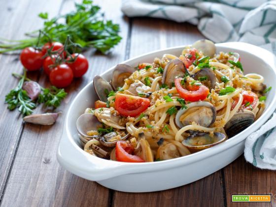 Spaghetti alle vongole con pangrattato e pomodorini