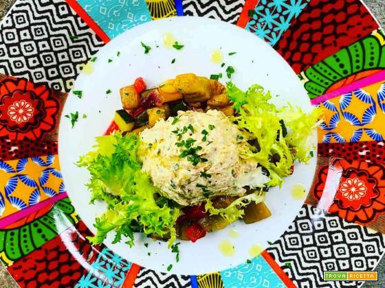Insalata di Pollo e caponata di verdure