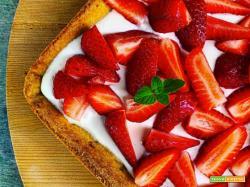 Crostata di fragole, crema al mascarpone e yogurt
