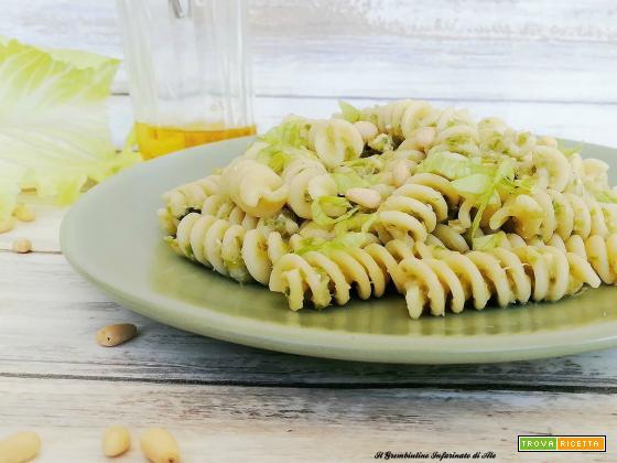 Pasta al pesto di lattuga e pinoli
