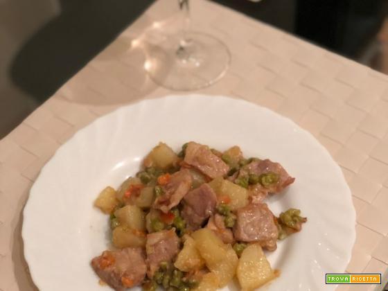 Spezzatino di maiale con piselli e patate
