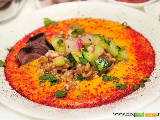 Crema di lenticchie rosse, farro e verdure