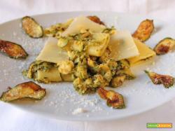 Paccheri con zucchine gamberi e scaglie di parmigiano