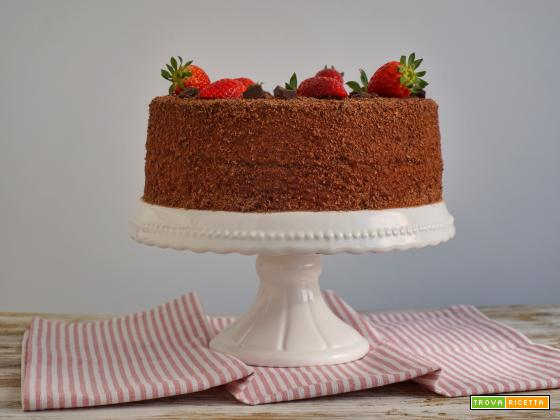 Chiffon cake alle fragole e cioccolato fondente