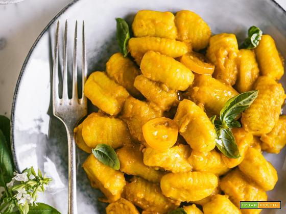 Gnocchi Senza Uova con Salsa di Pomodorini Gialli | Vegan Gnocchi with Yellow Cherry Tomato Sauce