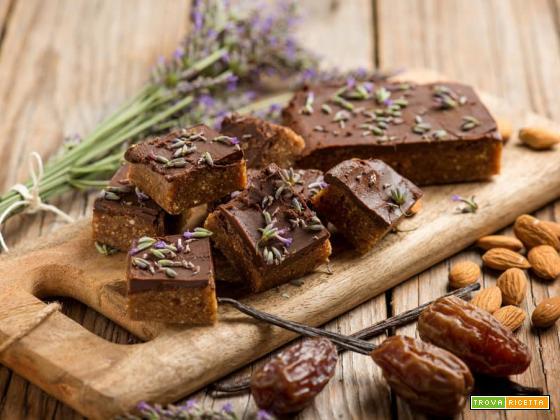 Quadretti al cioccolato e lavanda: il dolcetto per ogni occasione