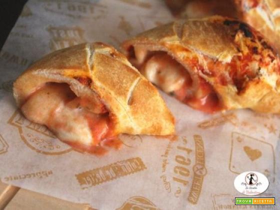 Pizza margherita arrotolata in friggitrice ad aria