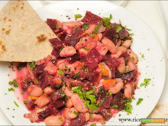 Fagioli cremosi con barbabietola rossa senza glutine