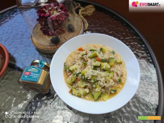 Risotto con zucchine , vongole e grattugiata di bottarga