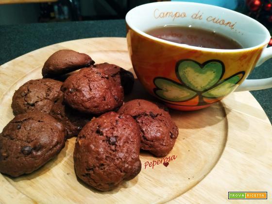 Biscotti con gocce di cioccolato e scorza d'arancia