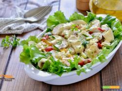 Insalata di pollo con verdure fresche e senape