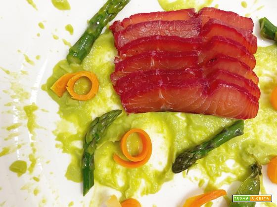 Salmone marinato alla barbabietola