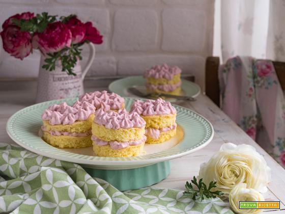 Mini tortine con crema alle fragole