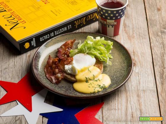 Uova alla Benedict per una colazione iper-proteica