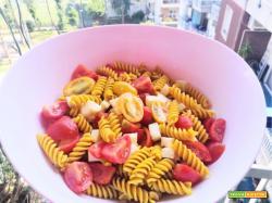 Fusilli alla curcuma con pomodorini rossi e gialli, provola ed origano