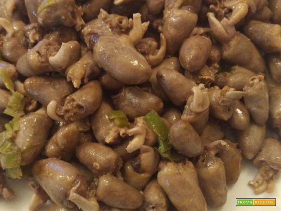 Coraao de frango com cebola (cuoricini di pollo con cipolla)