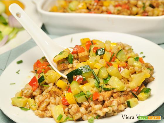 Tofu cremoso alle mandorle, verdure e orzo