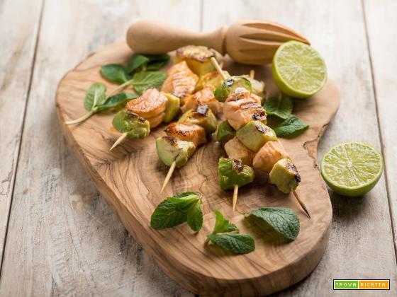 Satay di salmone e avocado, un piatto dalla Malesia