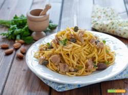 Spaghetti al tonno e pesto di mandorle