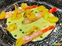 Gamberi marinati, gazpacho di pomodoro verde e datterini gialli confit
