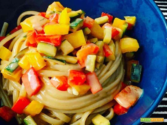 Spaghetti verdure e pasta d'acciughe