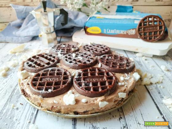 Cheesecake con nocciolata e biscotti