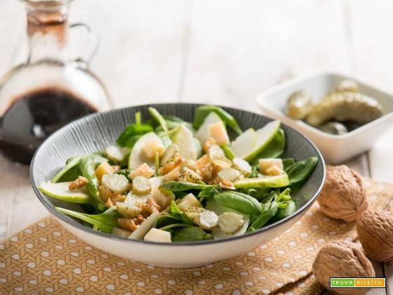 Insalata di spinacini e mela verde, un contorno dalle eccellenti proprietà
