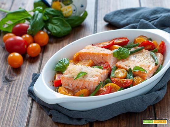 Salmone al forno con pomodori e fagiolini