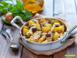 Patate novelle in padella con cipolle e olive
