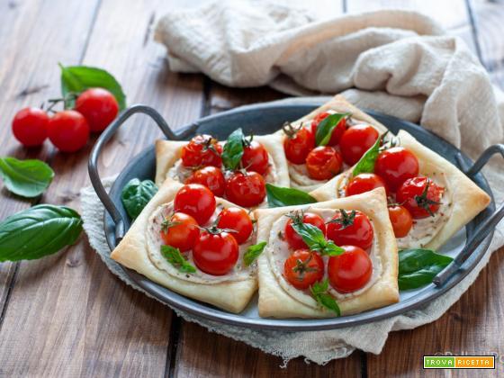 Sfogliatine con pomodorini e ricotta