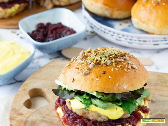 Fish burger di pesce spada con cipolla rossa caramellata e maionese agli agrumi