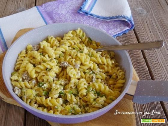 Pasta con zucchine salsiccia e ricotta